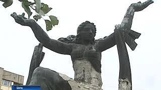 В Шахтах решают судьбу памятника ткачихе