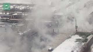 Прорыв трубы грозит провалом дороги на юге Петербурга, движение перекрыто