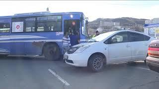 Водитель пассажирского автобуса спровоцировал серьезное ДТП на Баляева