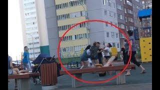 На детской площадке в Уфе подрались молодые мамы
