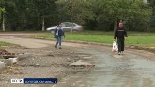 Жильцы многоэтажки в Вологде жалуются на состояние подъезда к дому