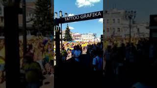 Шествие шведов по Покровке в Нижнем Новгороде