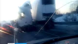 Под Ачинском легковушка столкнулась с грузовиком