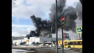 В Петербурге вспыхнул пожар в автоцентре