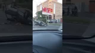 Машина перевернулась на улице Лермонтова в Ставрополе