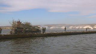 На полигоне Прудбой в ходе учений навели понтонный мост