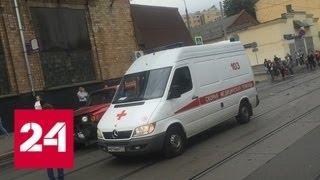Hummer врезался в карету скорой помощи на юге Москвы - Россия 24
