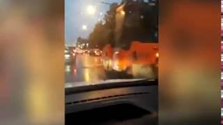 В Ярославле на проспекте Октября укладывают асфальт в дождь