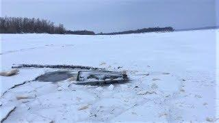 Двое югорчан погибли в утонувшем УАЗе