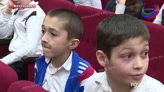 Футболисты «Анжи» провели встречу со школьниками