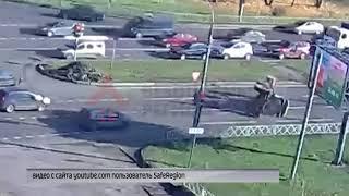 В Дзержинском районе Ярославля перевернулся трактор: видео