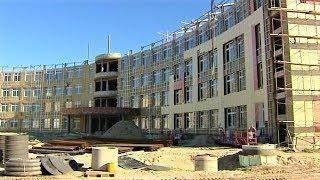В Нижневартовске строительство первой очереди новой школы обошлось в 600 млн рублей