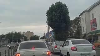 «Неопределившийся» светофор собрал пробку в Нальчике.