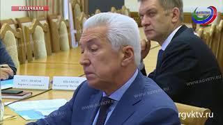 Врио главы РД принял участие в совещании по вопросам переселения граждан из аварийного жилья