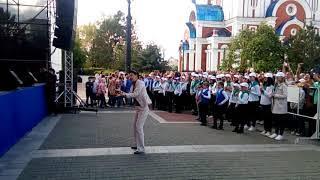 Хор китайских детей в Хабаровске поёт Калинку и песню про почтальона поющая площадь май 2018