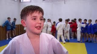 Заслуженный мастер спорта Александр Пушница провёл мастер - класс для юных самбистов