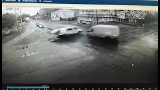 Момент ДТП с камеры видеонаблюдения на Мегацентре. Чернигов