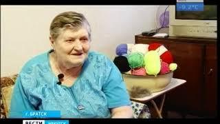 Тёплые варежки и носки для детей сирот вяжет баба Валя в Братске