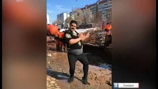 Мужчина исполнил на улице ритуальный танец с бубном и маракасами, чтобы вызвать весну