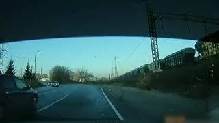 Иномарка вылетела с дороги в Ярославле