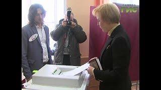 Исполнила свой гражданский долг и Елена Лапушкина