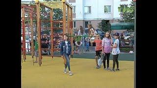 Во дворе на Пионерской появились новые детская и спортивная площадки