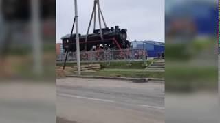 В Ярославле начали устанавливать новый паровоз-памятник
