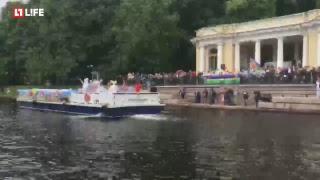 Речной карнавал по каналам Петербурга