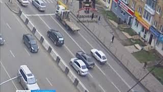 В Красноярске водитель эвакуатора потерял легковушку