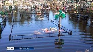 Вода, затопившая Чагоду, не уходит