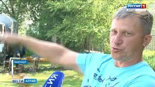 В Нагорной части Барнаула на улице прорвало трубу с горячей водой