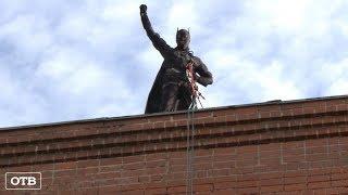 К маленьким пациентам в Екатеринбурге с крыши спустились Человек-паук и Бэтмен