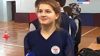 Кировские школьники в игре вспоминают правила безопасности на дороге(ГТРК Вятка)