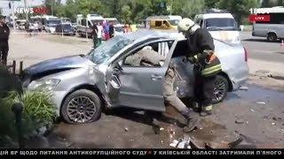 Смертельное ДТП в Днепре: автомобиль снес остановку с людьми 04.06.18
