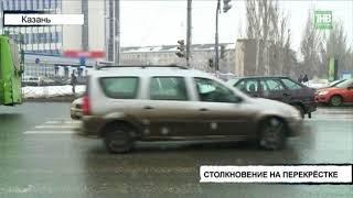 Лада Приора и Лада 14 модели столкнулись на пересечении улиц Декабристов и Волгоградская - ТНВ