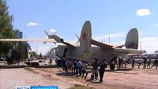 В Музее Мирового океана переставили самолёт-амфибия БЕ-12