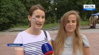 Во Владивостоке в День Государственного флага развернули огромный триколор