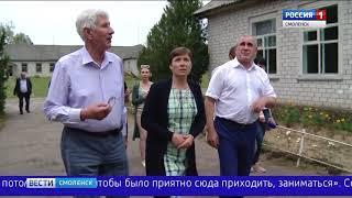 Зампред Госдумы подарил книги учащимся знаменитой смоленской школы