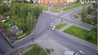 Легковушка перевернулась на крышу после ДТП в Петрозаводске