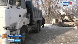 После гибели двух человек под завалами рухнувшего дома в Омске начали сносить ветхие дома