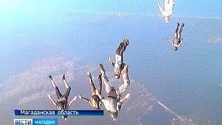 Прыжки с парашютом в День ВДВ в Магадане