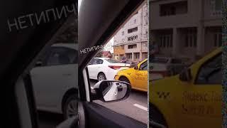 Пять машин, включая пассажирский автобус, столкнулись в Ставрополе