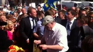 Как Жириновского встречали на рынке в Орле