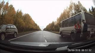 Народный корреспондент: «У Визябожа легковушка столкнулась с автобусом»