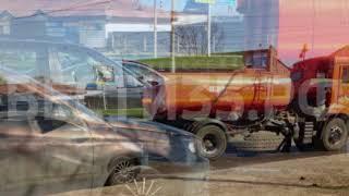 Иномарка врезалась в водовоз на оживленном перекрестке в Череповце