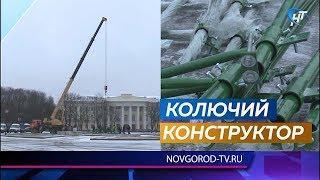 На Софийской площади начался монтаж главной новогодней елки