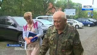 Во Владивостоке на улице Жигура под движущейся машиной «взорвался» асфальт