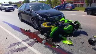 ДТП в Краснодаре: мотоциклист попытался обогнать фуру по разделительной полосе.