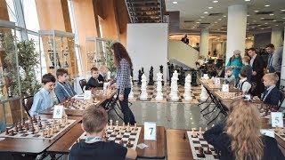 Победила дружба: юный шахматист Ханты-Мансийска смог вничью завершить партию с чемпионкой Словакии