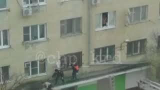 Неадекватный мужчина в общаге Новороссийска